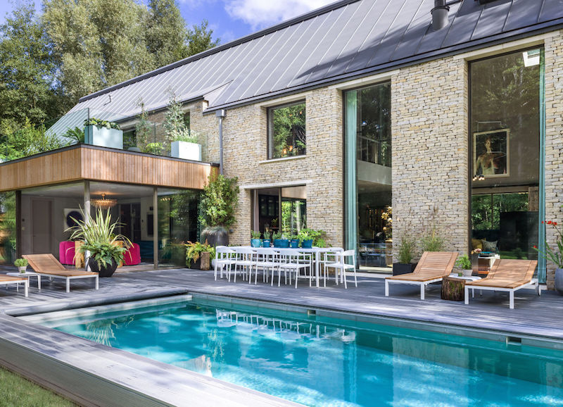 gallery-1443626540-kate-moss-the-lakes-by-yoo-exterior-pool-credit-mel-yates-wwwthelakesbyyoocom