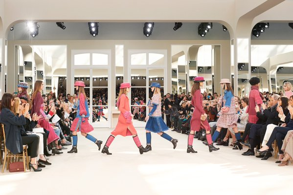 Twitter @CHANEL: Finale of the #FrontRowOnly show for the #ChanelFallWinter2017 collection.