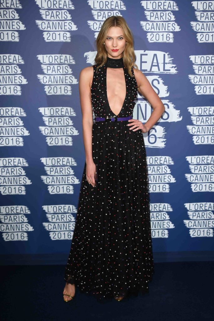 CANNES, FRANCE - MAY 18: Model Karlie Kloss attends the L'Oreal Party during the annual 69th Cannes Film Festival at on May 18, 2016 in Cannes, France. (Photo by Venturelli/WireImage)