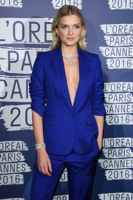 Lily Donaldson wore a pair of High Jewellery Serpenti earrings with a matching High Jewellery Serpenti ring to the annual star-studded amfAR gala