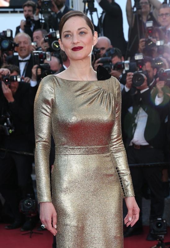 """CANNES, FRANCE - MAY 15: Actress Marion Cotillard attends the """"From The Land Of The Moon (Mal De Pierres)"""" premiere during the 69th annual Cannes Film Festival at the Palais des Festivals on May 15, 2016 in Cannes, France. (Photo by Gisela Schober/Getty Images)"""