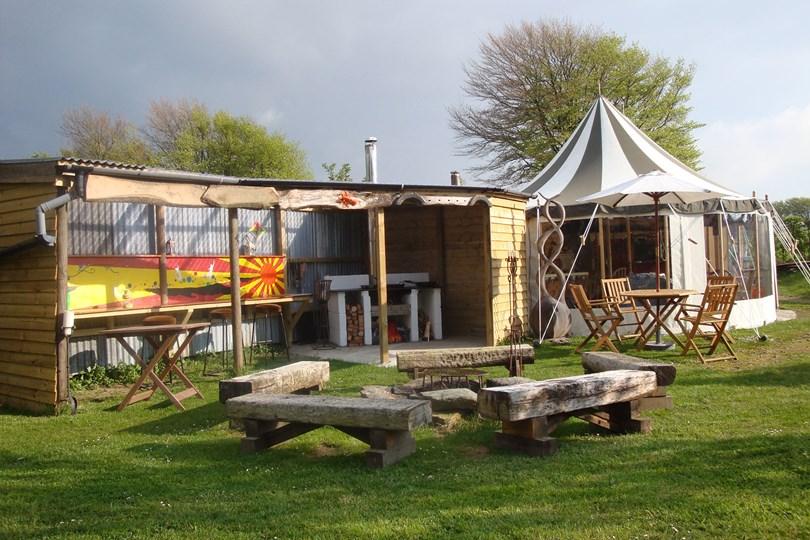 belle-tents-2-tatler-25may16-pr_b_810x540