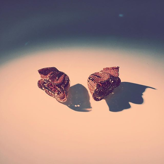 DRIED ROSE clip custom-made set with 415 pieces of burmese pink spinels in 750 siam rose gold #oneoff