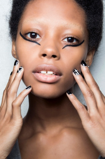 Nails at Giamba Autumn/Winter'16 also matched striking graphic liner