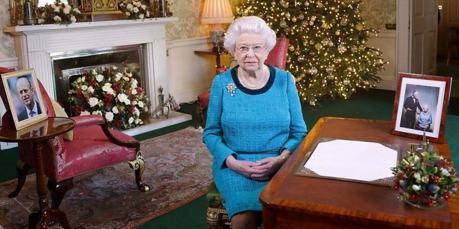 This Is What The Queen Gives Her Staff For Christmas