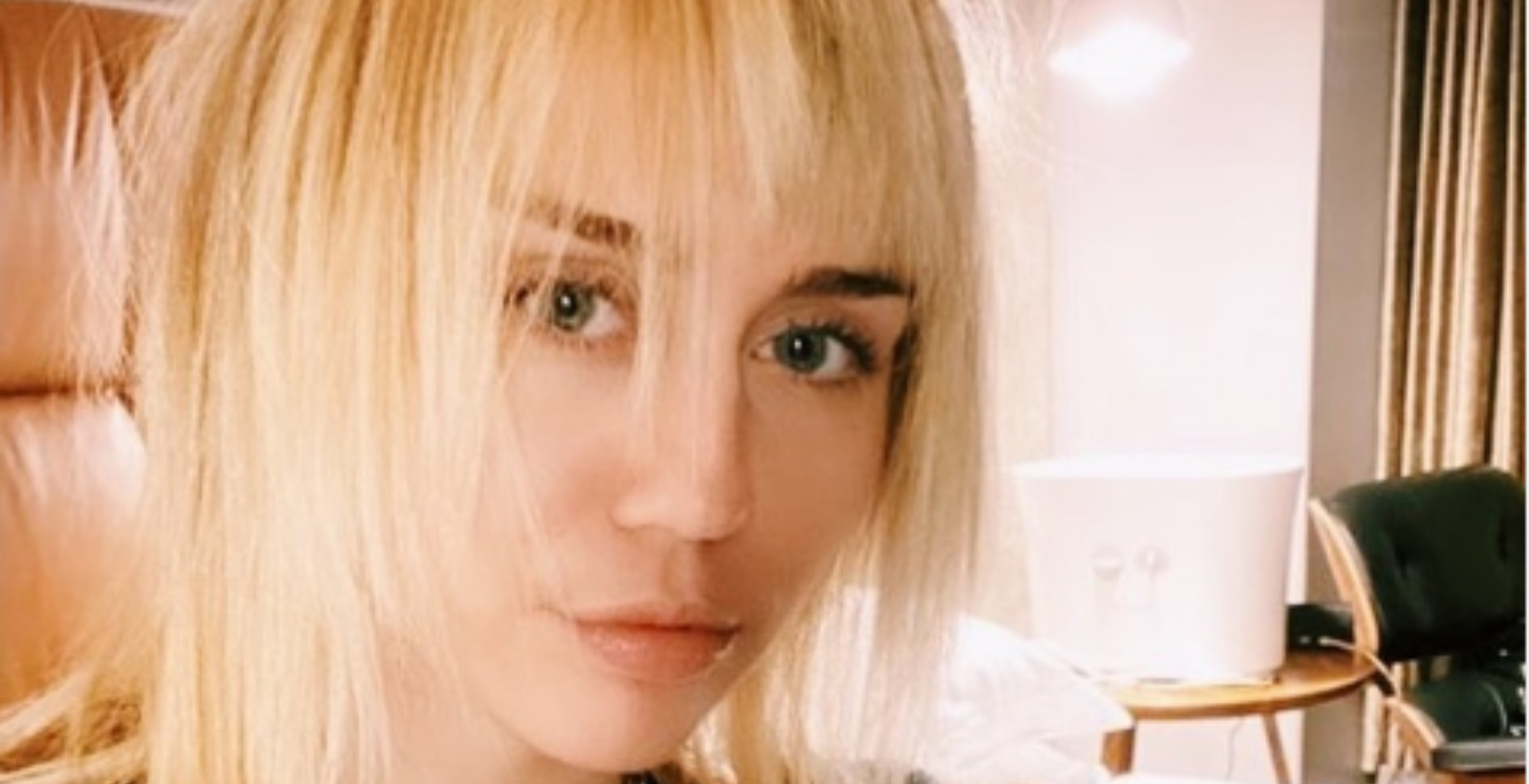 Miley Cyrus Looks So Different with Short Blonde Hair